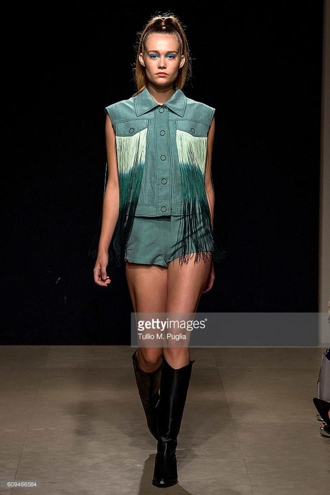 Do Ha dien show mo man Milan Fashion Week hinh anh 4
