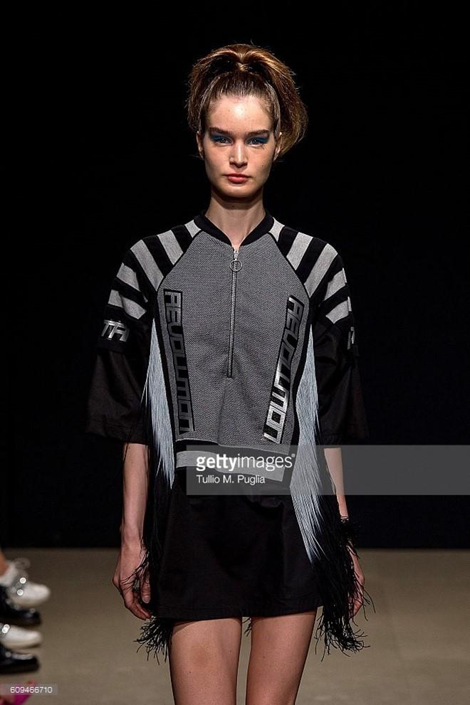 Do Ha dien show mo man Milan Fashion Week hinh anh 5