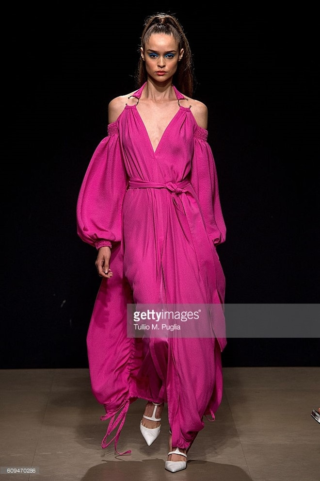Do Ha dien show mo man Milan Fashion Week hinh anh 10