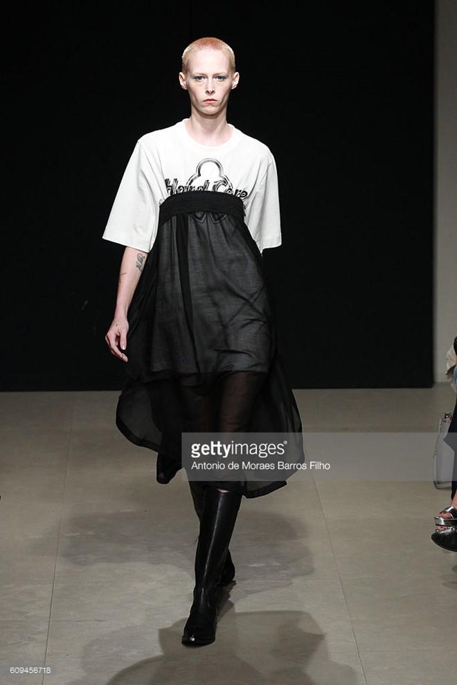 Do Ha dien show mo man Milan Fashion Week hinh anh 12