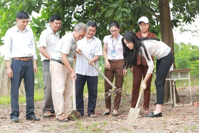 Hoa hau Ky Duyen di tu thien sau scandal hut thuoc la hinh anh 8