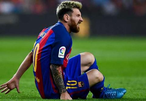 Messi nhăn nhó vì chấn thương