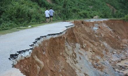 Các công trình giao thông bị hư hỏng nghiêm trọng.