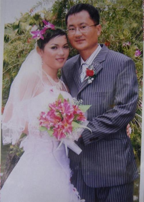Ảnh cưới của Lan và người chồng Hàn Quốc lớn hơn 15 tuổi
