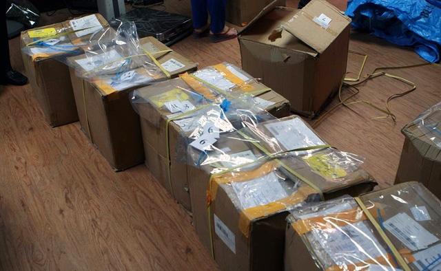 11 gói bưu kiện chứa thảo mộc khô nghi là lá Khat.
