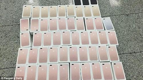 quan-400-chiec-iphone-7-quanh-nguoi-de-dua-lau-vao-trung-quoc-1