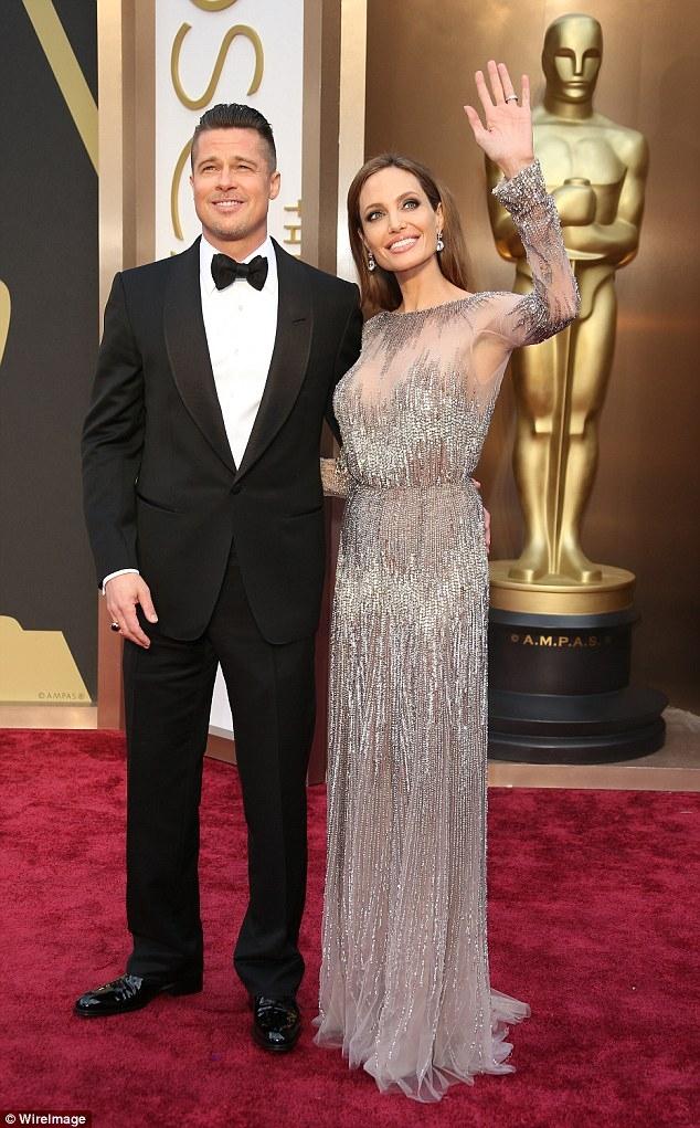 Selena Gomez khiến Angelina Jolie phẫn nộ vì tán tỉnh Brad Pitt một cách trơ trẽn? - Ảnh 2.