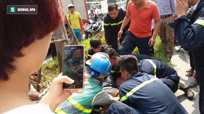 Thanh niên ngất, chảy đẫm máu, cảnh sát PCCC vội đưa đi cấp cứu - Ảnh 1.
