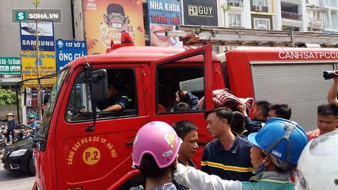 Thanh niên ngất, chảy đẫm máu, cảnh sát PCCC vội đưa đi cấp cứu - Ảnh 2.