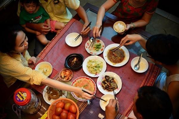 Thói quen tai hại mà mọi người thường mắc khi ngồi ăn cơm - Ảnh 3.