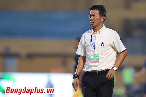Sự bế tắc của U19 Việt Nam hiện rõ trên gương mặt của HLV Hoàng Anh Tuấn - Ảnh: Đức Cường