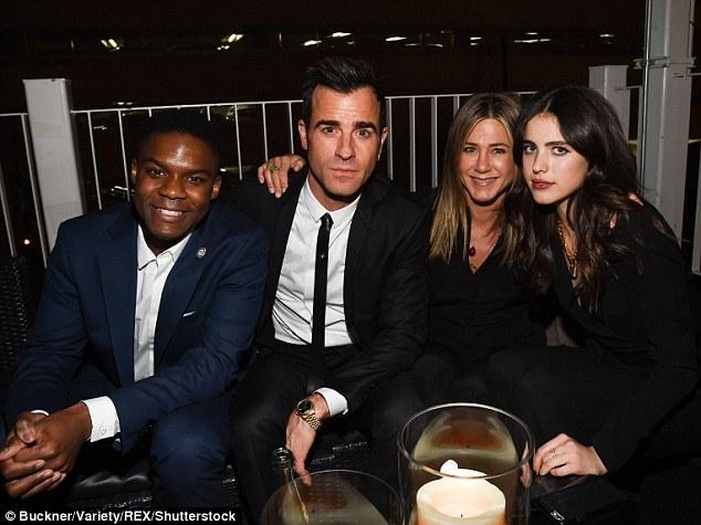 Vừa mãn nguyện vì Brangelina ly hôn, Jennifer Aniston lại bị đồn chia tay chồng - Ảnh 2.