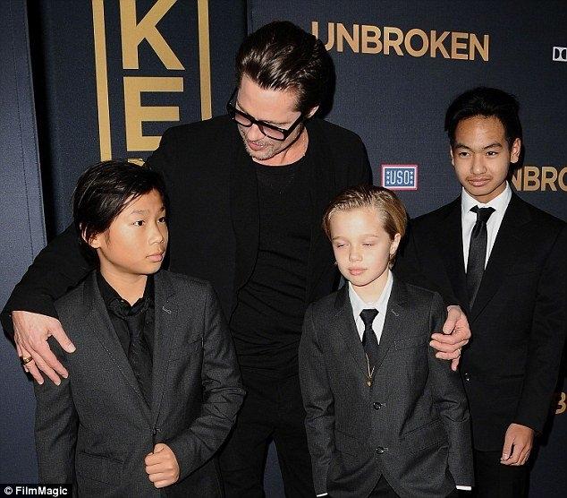 Brad Pitt bị FBI điều tra tội chửi rủa con cái