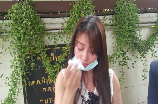 Đang xinh đẹp, người mẫu Thái bỗng hỏng miệng, sụp má vì phẫu thuật thẩm mỹ hỏng - Ảnh 1.