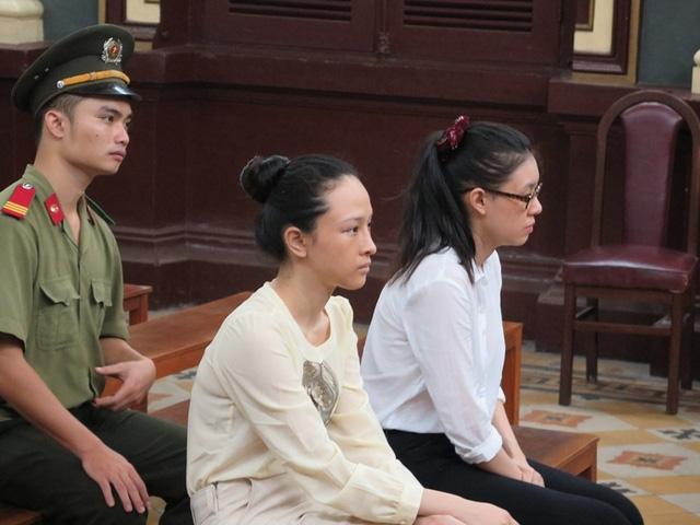 Bị cáo Nga và Dung tại phiên tòa xét xử ngày 21/9