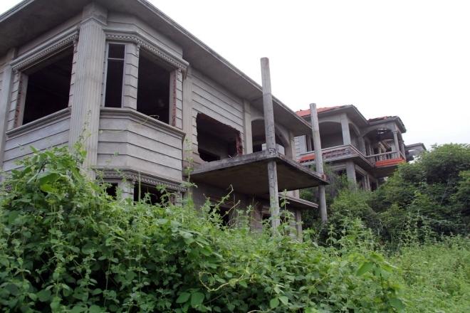 Hoang tàn ở khu biệt thự, resort cao cấp ven biển Bình Thuận