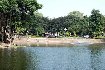 Khu di tích hồ Văn, thuộc Văn Miếu Quốc Tử Giám, nơi một số người tập kết vật liệu lén xây điện thờ