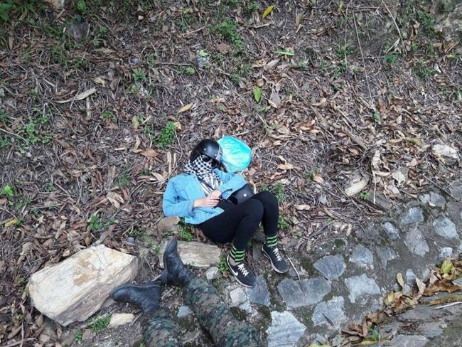 Tranh cãi hình ảnh những phượt thủ nằm ngủ la liệt ở rãnh nước bên đường - Ảnh 8.