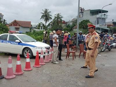Cảnh sát khám nghiệm hiện trường vụ thảm án ở Quảng Ninh