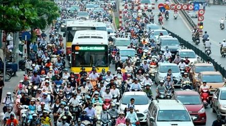 Nhồi cao ốc vào nội đô, Hà Nội đang ngột ngạt về giao thông, tiếp tục bóp nghẹt ngõ nhỏ, phố nhỏ. Ảnh: Như Ý