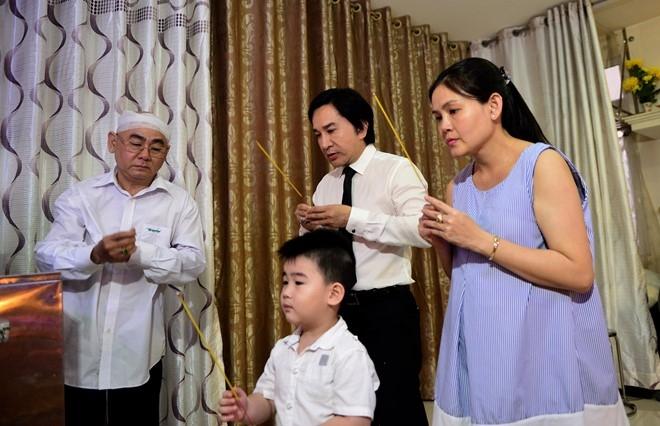 Nghe si va lanh dao TP.HCM den vieng NSND Thanh Tong hinh anh 18