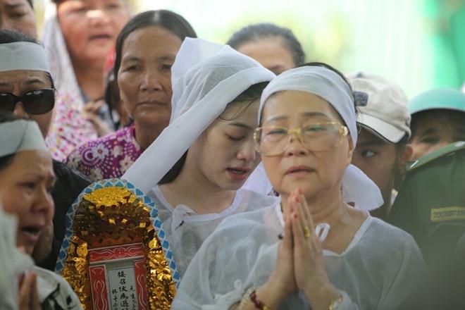 Que Tran khoc nuc no trong le an tang NSND Thanh Tong hinh anh 25
