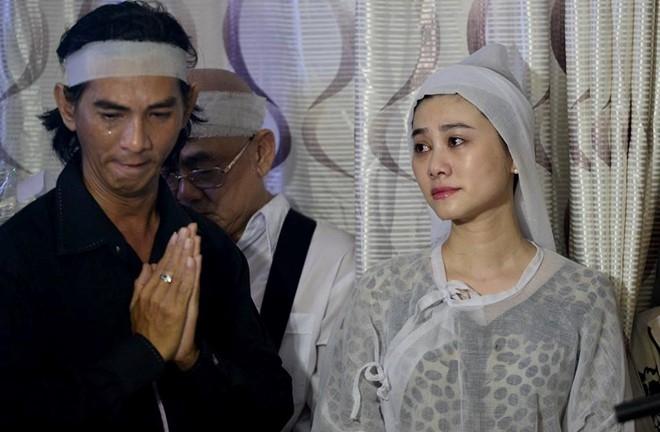 Con gai NSND Thanh Tong nghen ngao trong dam tang cha hinh anh 3