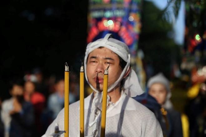 Con gai NSND Thanh Tong nghen ngao trong dam tang cha hinh anh 10