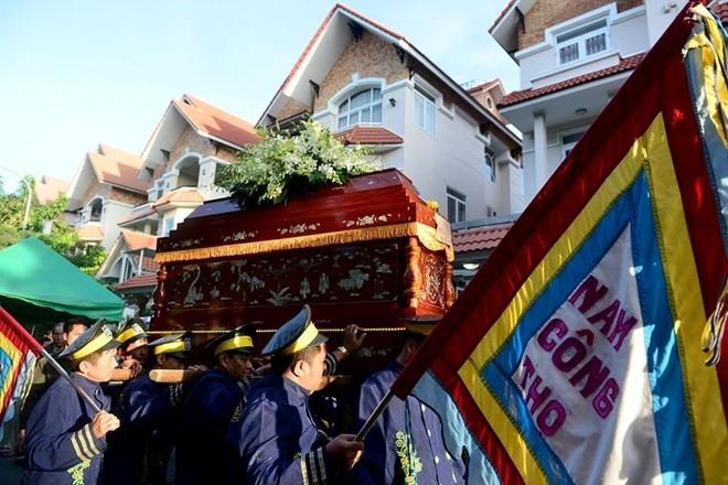 Con gai NSND Thanh Tong nghen ngao trong dam tang cha hinh anh 14