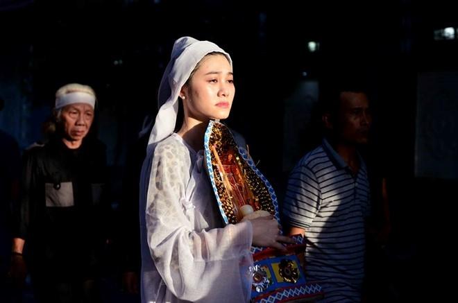 Con gai NSND Thanh Tong nghen ngao trong dam tang cha hinh anh 15