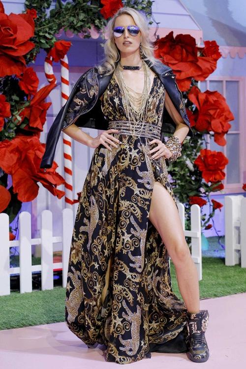 mau-khong-mac-ao-khoe-nguc-tran-o-milan-fashion-week-page-2-8