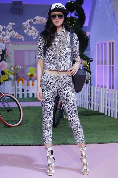 mau-khong-mac-ao-khoe-nguc-tran-o-milan-fashion-week-page-2-4