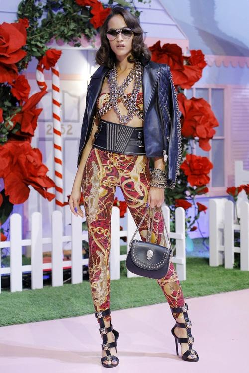 mau-khong-mac-ao-khoe-nguc-tran-o-milan-fashion-week-page-2-7
