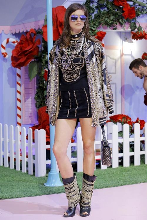 mau-khong-mac-ao-khoe-nguc-tran-o-milan-fashion-week-page-2-11