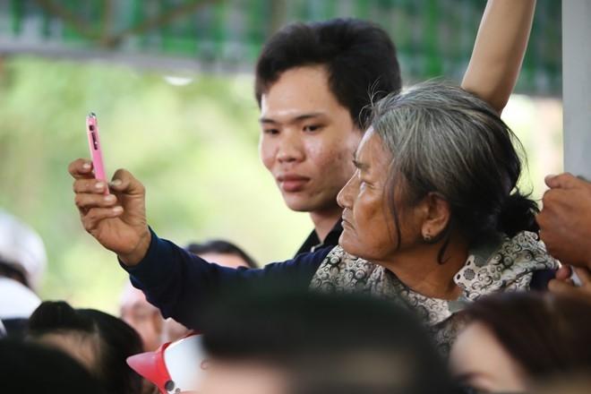 Thanh Loc buc xuc voi dam dong gay roi o tang le Thanh Tong hinh anh 9