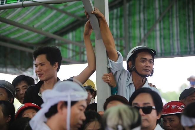 Thanh Loc buc xuc voi dam dong gay roi o tang le Thanh Tong hinh anh 11