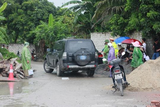 Lực lượng điều tra của Cục Cảnh sát Hình sự, Bộ Công an có mặt tại hiện trường vào trưa 24-9