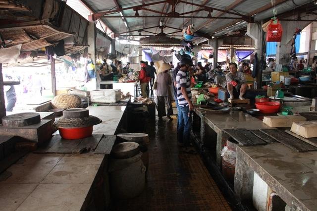 Nhiều quầy bán cá biển ngừng hoạt động mấy tháng nay