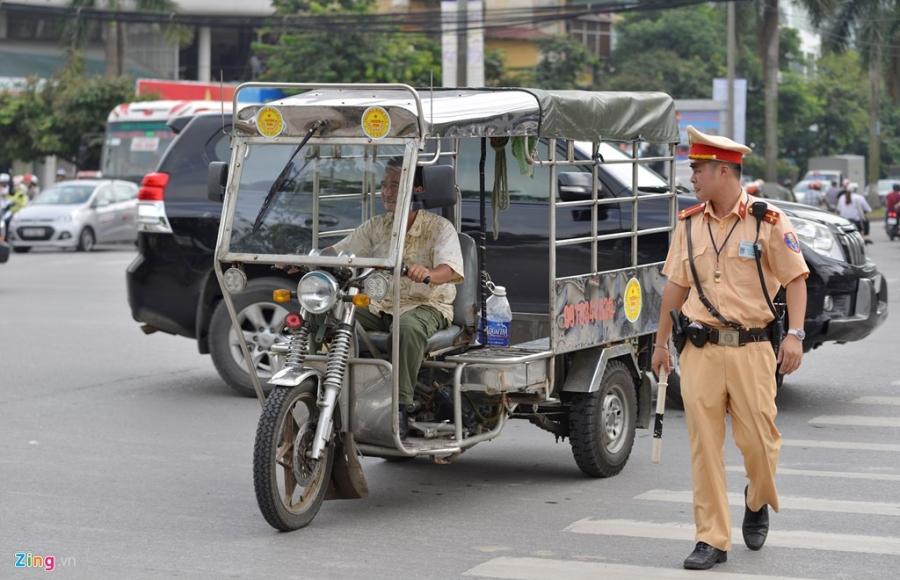 CSGT xu phat hang loat xe cho cong kenh tren pho hinh anh 11