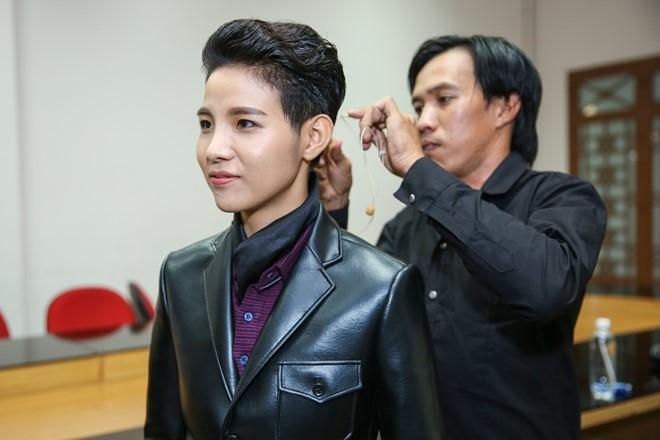 Dong Nhi, Ong Cao Thang mac do sac so di cham thi hinh anh 5