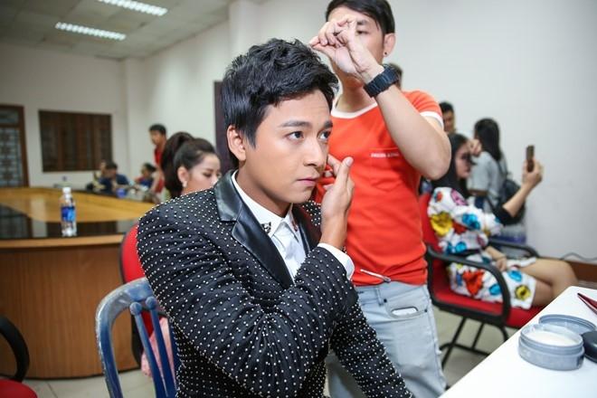 Dong Nhi, Ong Cao Thang mac do sac so di cham thi hinh anh 6