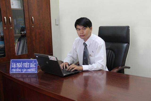 Luật sư Ngô Việt Bắc trao đổi với PV