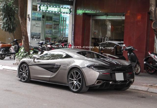 Sau 4 năm ở ẩn bên cạnh những chiếc sedan, doanh nhân Quốc Cường đã quay trở lại với thú vui, chơi siêu xe đình đám của mình bằng bộ 3, Lamborghini Huracan LP610-4, Ferrari 488 GTB và chiếc McLaren 570S vừa xuất hiện trên phố vào cuối tuần qua.