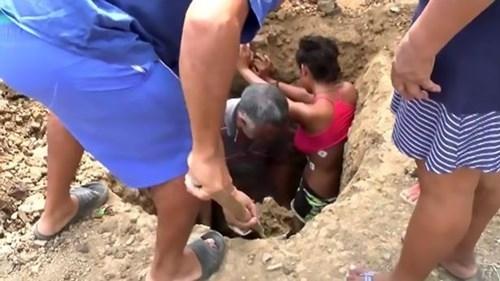 Chôn thiếu nữ trong đất để chữa đau lưng do sét đánh - ảnh 1