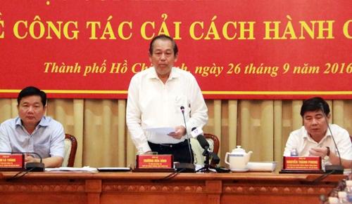 chu-tich-tp-hcm-dan-kham-benh-10-phut-nhung-phai-cho-ca-chuc-tieng