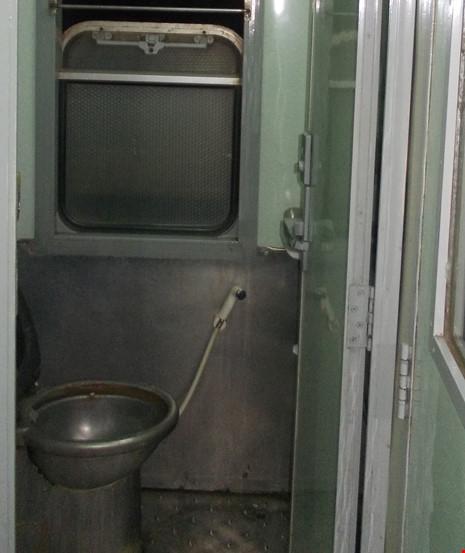 Chùm ảnh: Đường sắt đổi mới bắt đầu từ... cái toilet - 4