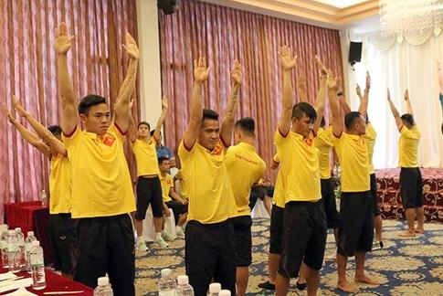 Chuyên gia Nhật dạy tuyển thủ Việt Nam tránh 'kẻ thù số 1' của bóng đá - ảnh 2