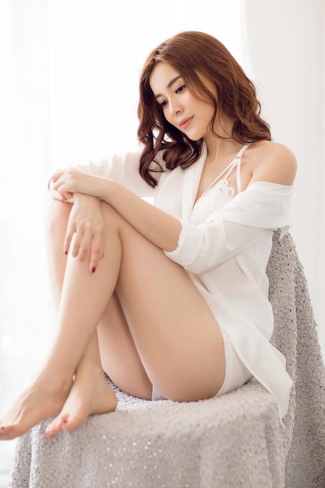 Cao Thái Hà chia sẻ cô đang rất tự tin với hình thể hiện tại khi có chiều cao 1m70 cùng cân nặng 50 kg. Số đo 3 vòng của người đẹp gần như đạt độ chuẩn xác với 88 - 60 - 91.