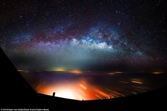 Những ngôi sao lấp lánh trên bầu trời Ấn Độ làm say lòng người xem.