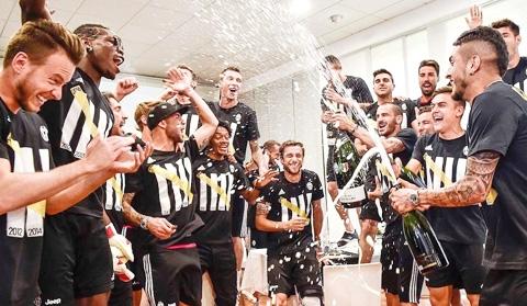 Paul Pogba vừa tri ân các đồng đội cũ tại Juve sau những năm tháng thành công tại đây